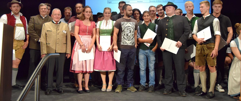 Freisprechungsfeier am 14.09.2019 in Miesbach. Überreichung von Prüfungszeugnis und Gesellenbrief.
